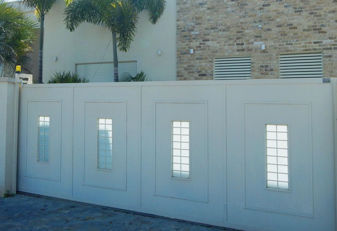 שערים, גדרות ומעקות
