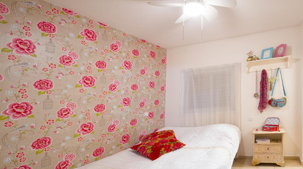 חדר שינה צבעוני לנערה