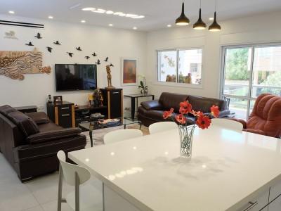 עיצוב ונגישות לדירת זוג אומנים ברעננה