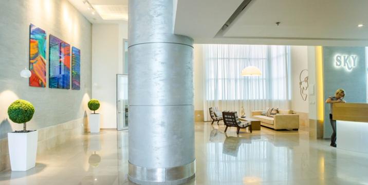 שיפוץ עיצוב וסטיילינג חדש בלובי של בניין מגורים בעיר ימים-נתניה