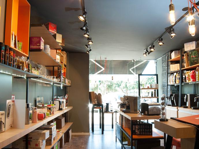 חנות קפה בכיכר המדינה