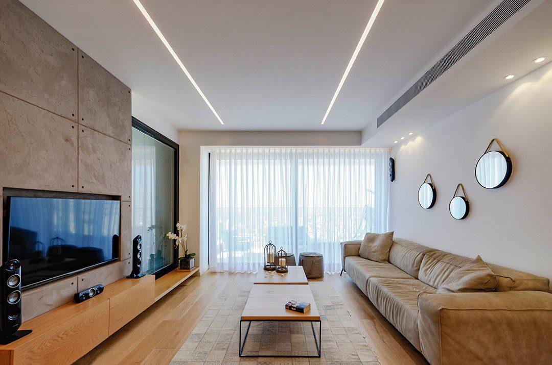 דירה מודרנית בקווים מינימליסטים מול הים